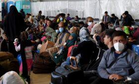 США приостановили прием афганских беженцев из-за кори»/>