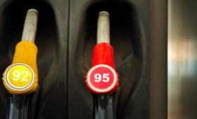 Российским автолюбителям рассказали о разнице между бензином АИ-95 и АИ-92