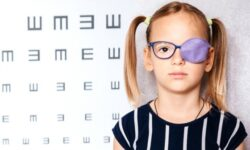 Дети из бедных семей чаще страдают от «ленивого глаза»