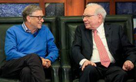 Гейтс поздравил с днем рождения «заставляющего его смеяться» Баффетта»/>