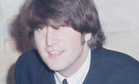 На аукционе в Дании продадут кассету с неизданной песней Джона Леннона