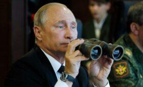 Песков рассказал, почему Путин не носит военную форму»/>