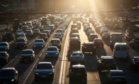 Дептранс Москвы предупредил водителей о пробке в первую осеннюю пятницу