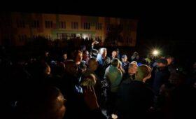 В Подмосковье закроют общежитие для мигрантов после «народного схода»»/>