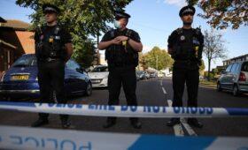 В Британии умер депутат, которого ранили ножом на встрече с избирателями»/>